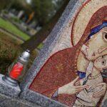 Listopadová mozaika na hrobě